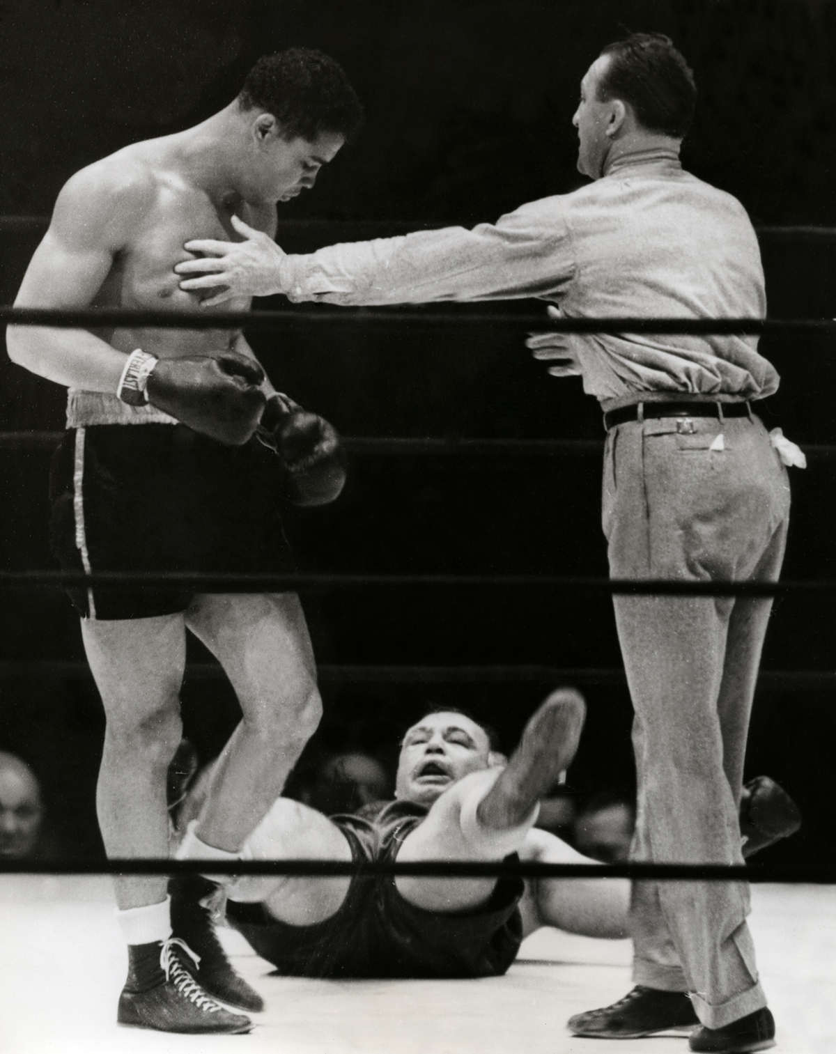 "Joe Louis vs. ""Two-Ton"" Tony Galento in 1939 (CLICK PHOTO TO VIEW FIGHT CLIP)"