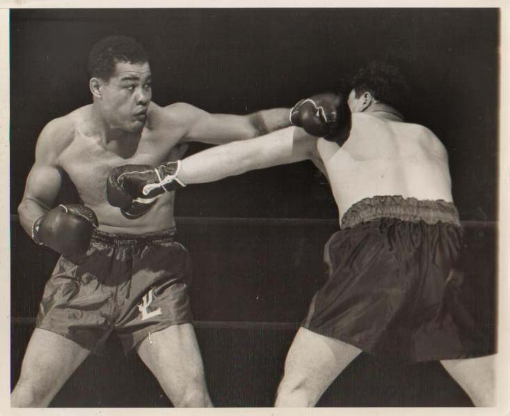 Joe Louis vs. Tami Mauriello in New York in 1946 (CLICK PHOTO TO VIEW FIGHT CLIP)