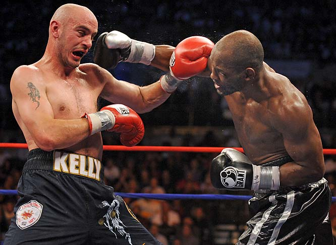 Bernard Hopkins (R) landing a right to Kelly Pavlik's head