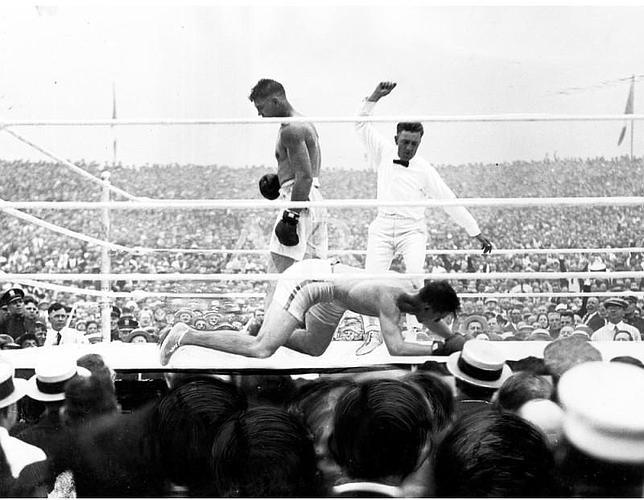 Dempsey knocking out Carpentier in 1921 (CLICK PHOTO TO VIEW FIGHT ACTION)