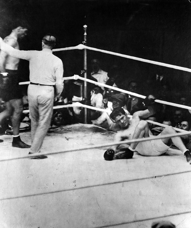 Jack Dempsey knocking down Gene Tunney for the Long Count in 1927 (CLICK ON PHOTO TO VIEW FIGHT CLIP)