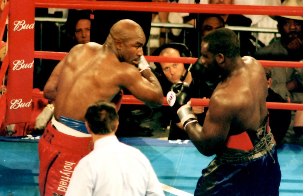 Evander Holygfield (L) vs. hasim Rahman (R) * (PHOTO BY ALEX RINALDI)