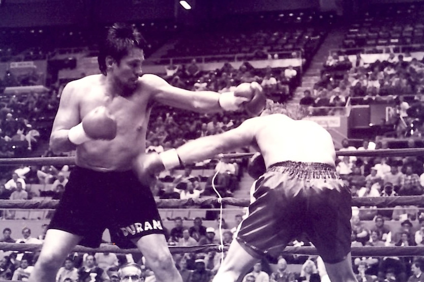 Roberto Duaran (L) vs. Tony Biglen on September 30, 1992 at the memorial Auditorium in Buffalo, NY * (PHOTO BY ALEX RINALDI)