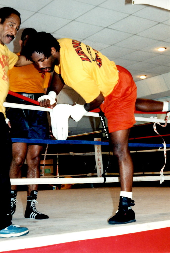 Lennox Lewis training for Tommy Morrison Bout * 9PHOTO BY ALEX RINALDI)