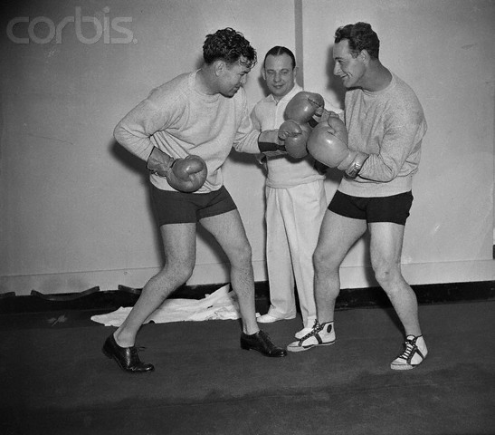 12 Apr 1935 --- Original caption: Lou Gehrig, first baseman for the New York Yankees, and Jack Dempsey, former heavyweight champion, squaring off with Artie McGovern as referee, at the latter's gym. --- Image by © Bettmann/CORBIS