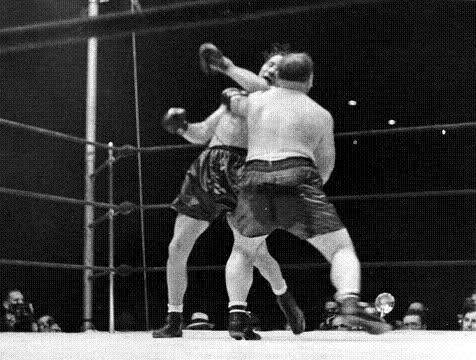 ACMax Baer beats Tony Galento.