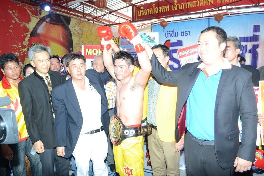 The winner and new WBO Oriental Jr.Lightweight champion Chonlatarn Or Piriyapinyo