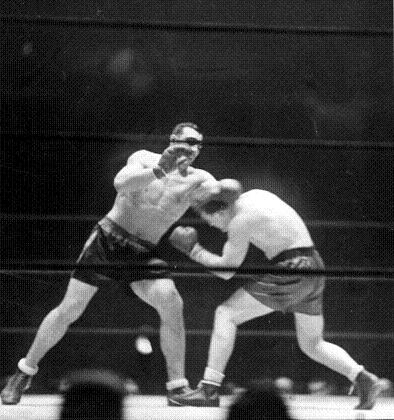 Primo Carnera squaress off against Ernie Schaaf.