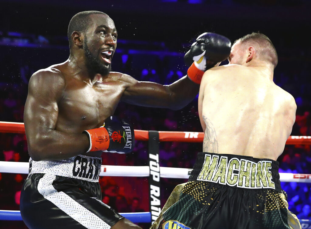 Terence Crawford (L) delivers a punch to Egidijus Kavaliauskas (R).