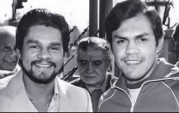 Roberto Duran and Pipinio Cuevas before their 1983 fight.