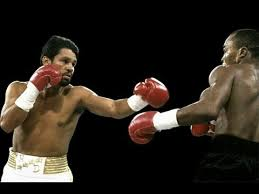 Roberto Duran and Sugar Ray Leonard in their third bout in 1989.
