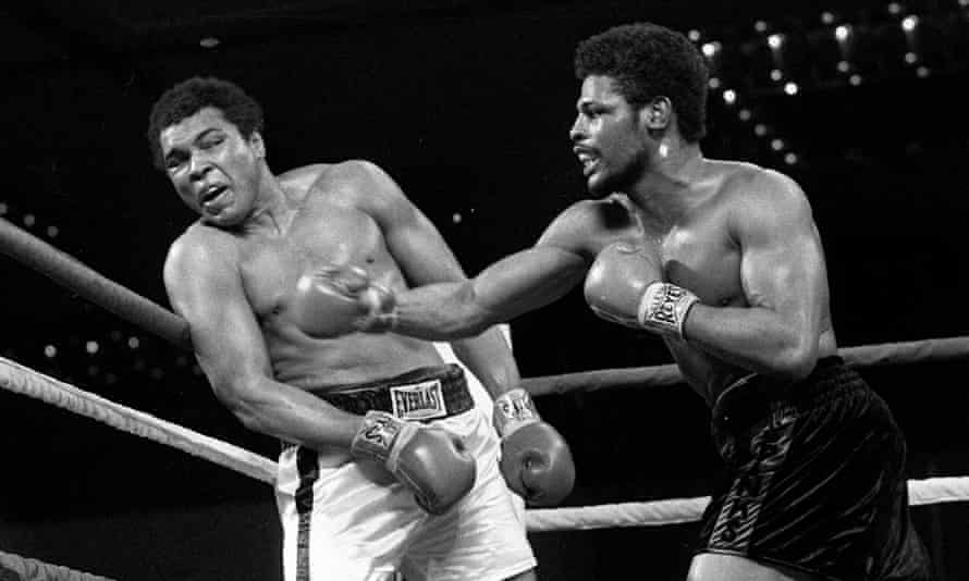 Spinks (R) nailing champion Muhammad Al (L) i in their 1978 fight where Spinks captured the heavyweight crown.