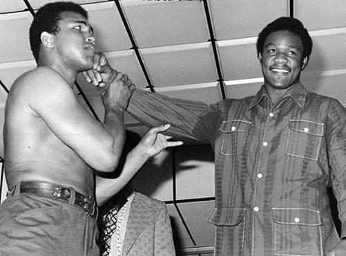 Muhammad Ali (L) and George Foreman (R) before th